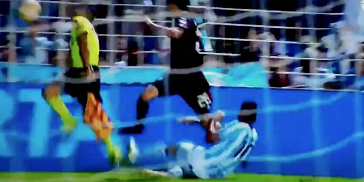 VIDEO: Árbitro recibe fuerte balonazo en pleno partido
