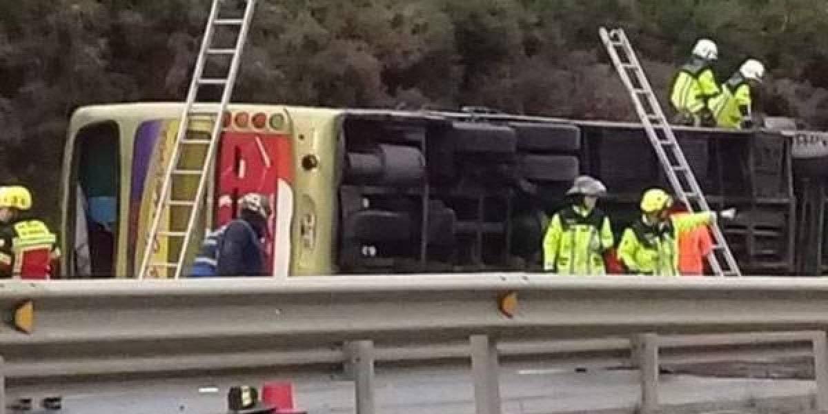 Seis muertos y más de 40 heridos deja volcamiento de bus cerca de Ercilla