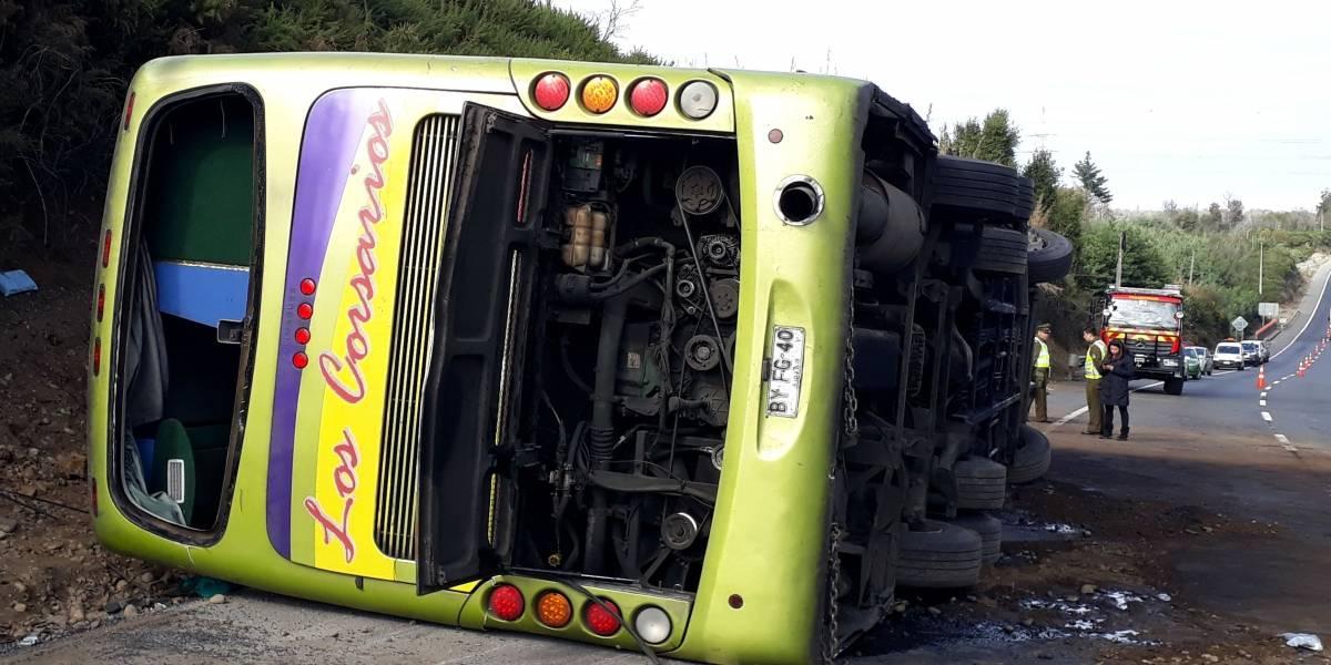 Ercilla: bus que volcó dejando 6 muertos habría tratado de esquivar a camión en la ruta