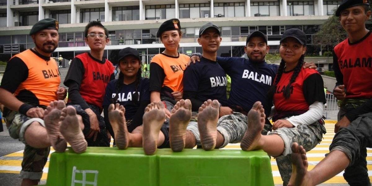 Rescatistas corren descalzos la 10K BAM y conmueven con su explicación