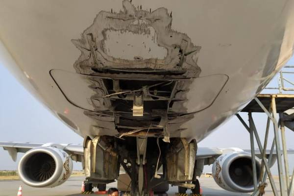 avião Myanmar National Airlines
