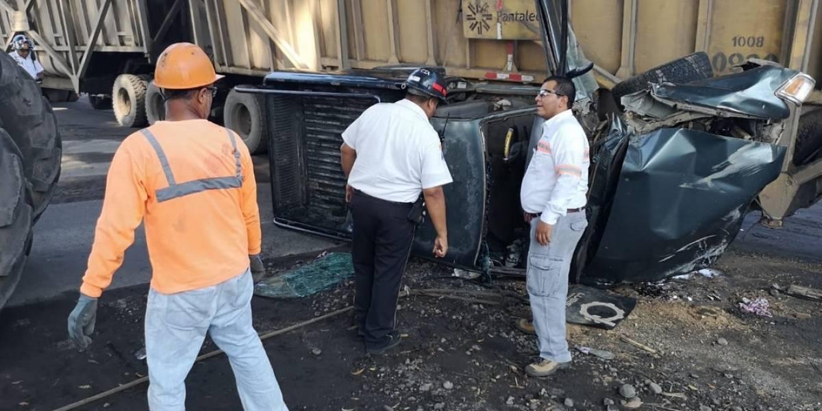Autobús se incendia en carretera hacia San Lucas, Sacatepéquez