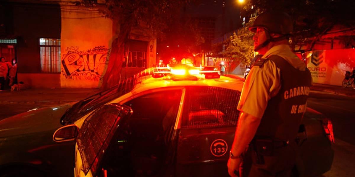 Asaltante se enfrenta a Carabineros tras maniatar a familia en Quinta Normal