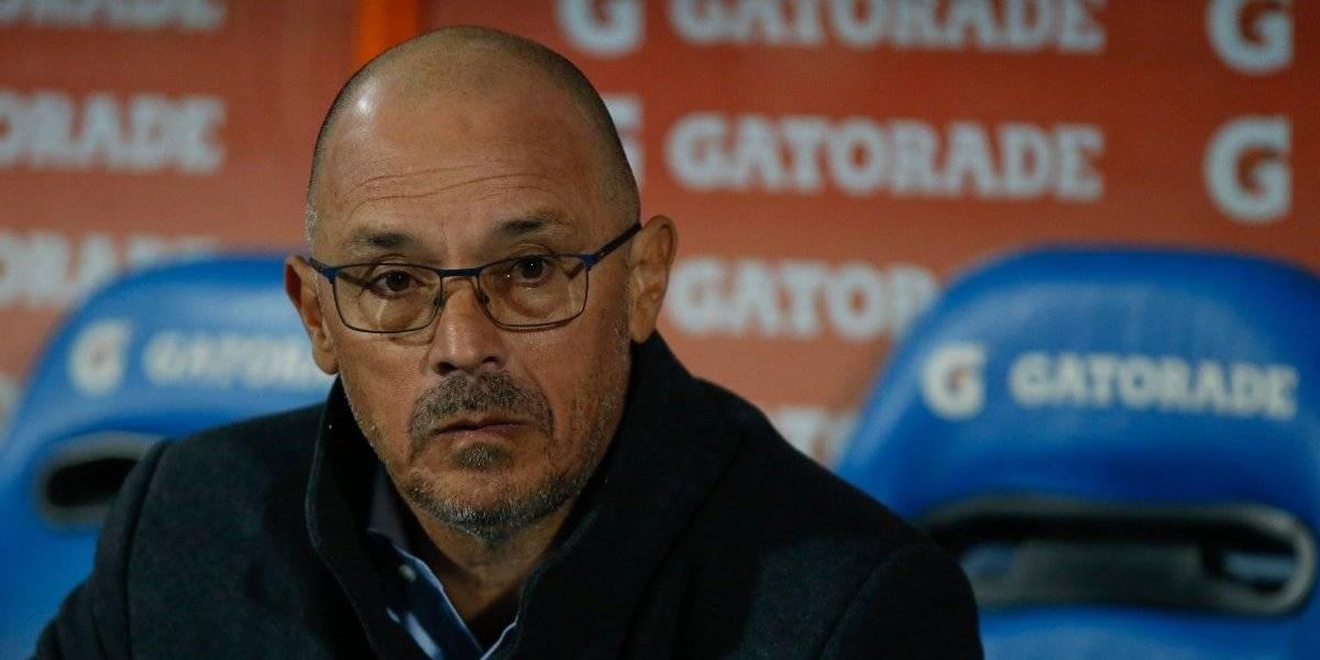 """""""Ni Capitano"""", """"¡Renuncia!"""": el hincha de la U se aburrió de Arias y masivamente pidió su salida en el Nacional"""