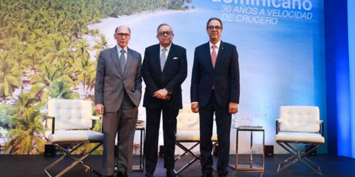 """#TeVimosEn: Banco Popular realiza conversatorio sobre el libro """"Turismo dominicano: 30 años a velocidad de crucero"""""""