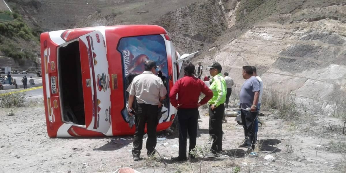 Grave accidente de tránsito en Ecuador dejó nueve muertos y 36 heridos