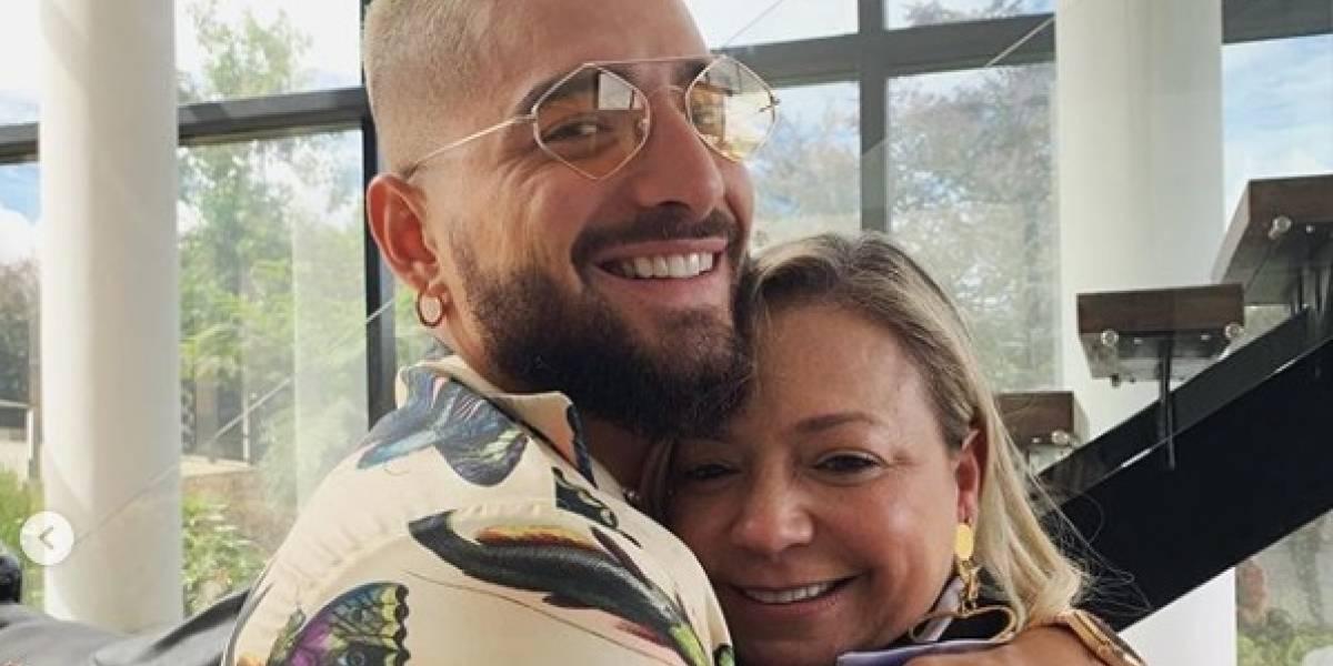Con tremendo beso en la boca a su mamá, Maluma celebró día de la madre