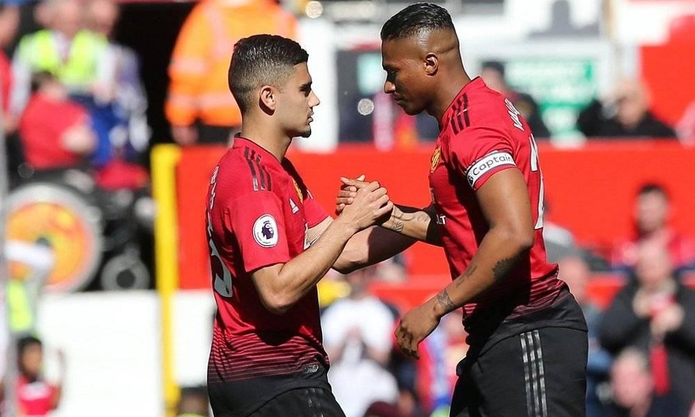 Antonio Valencia fue ovacionado en el Old Trafford en su despedida del Manchester United Manchester United