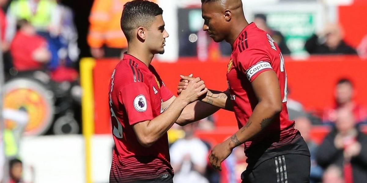 Antonio Valencia fue ovacionado en el Old Trafford en su despedida del Manchester United