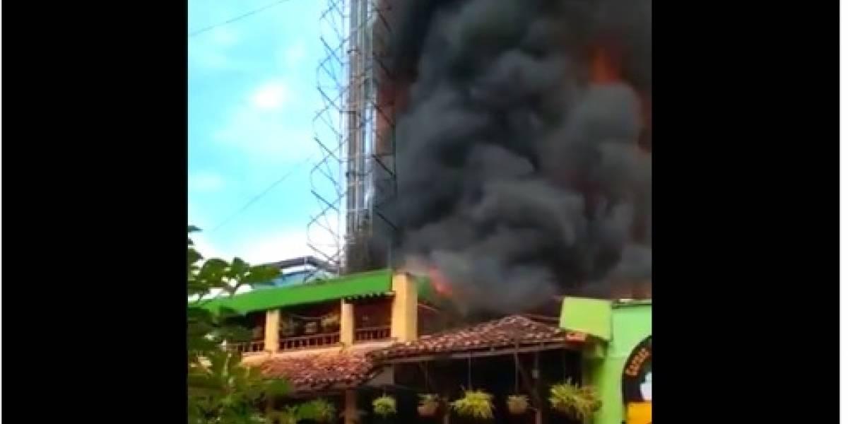 ¡Atención! Un voraz incendio consume al restaurante Mercagán
