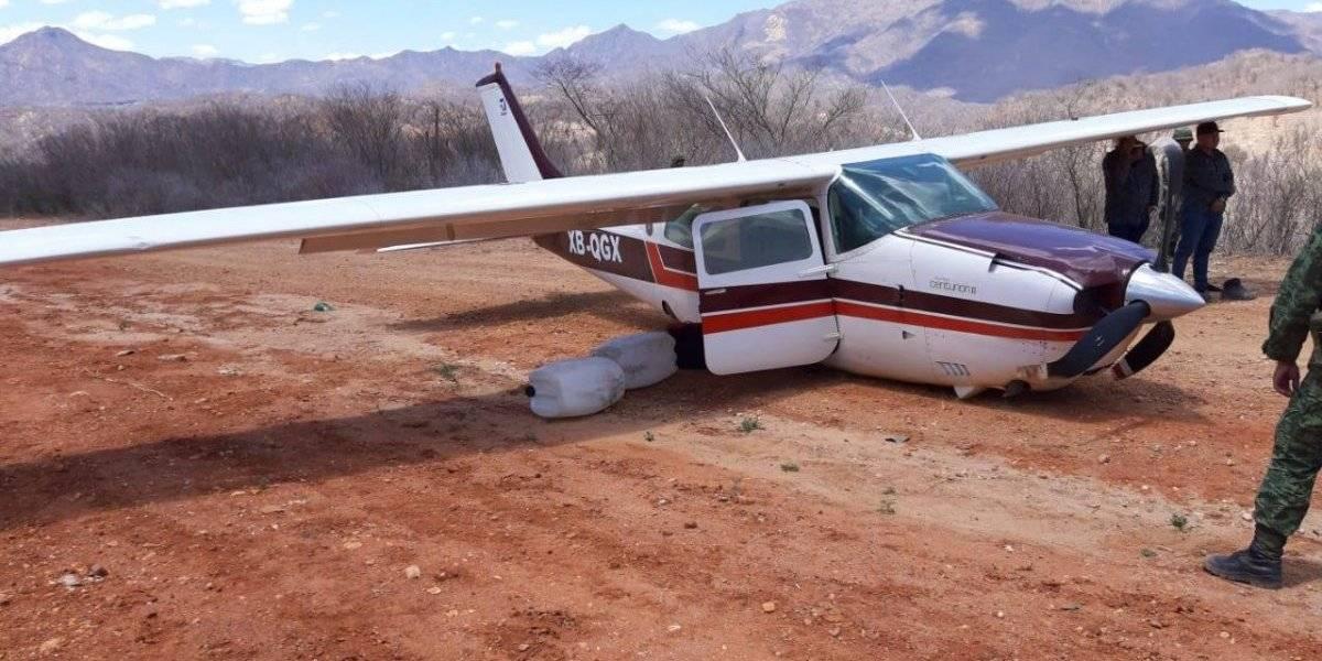 Aseguran avioneta con casi 300 kilos de cocaína en Durango