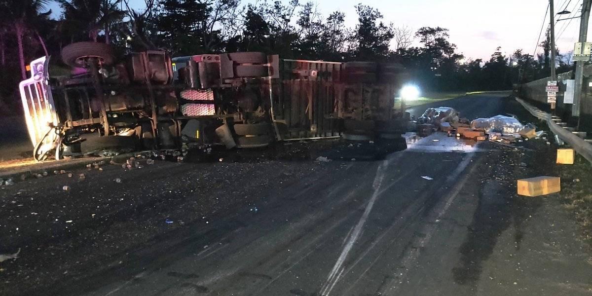 Cerrado tramo calle de la Goya por camión volcado