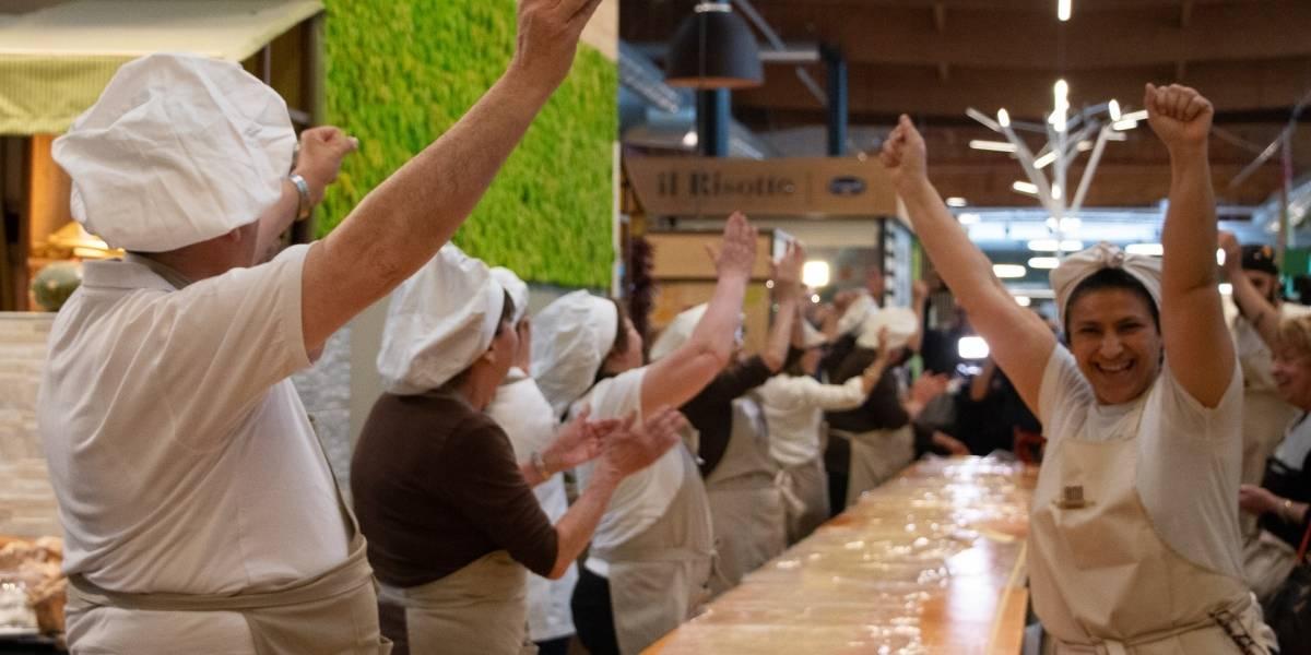 Italianos entram para o Guinness após fabricar massa de 120 metros com rolo de macarrão