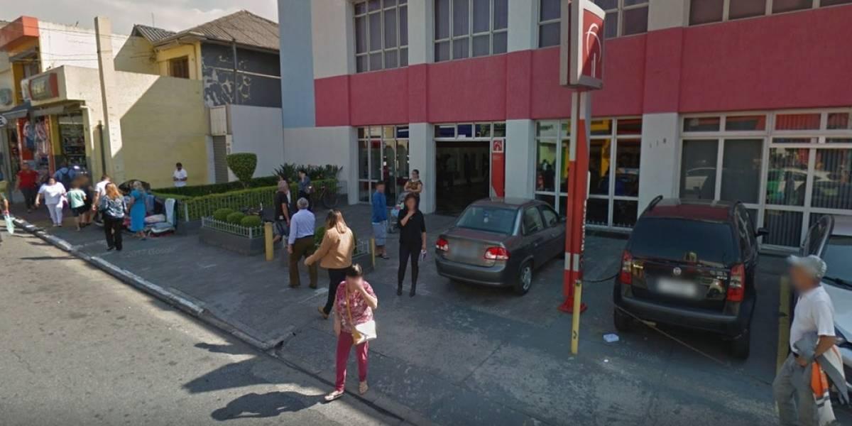 Vigilante dispara contra idoso que passava pela porta giratória de banco na Zona Leste
