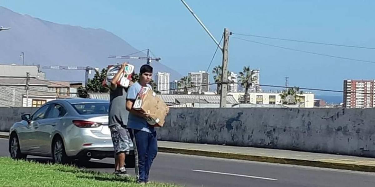 Camión que transportaba carne volcó en ruta que une Iquique y Alto Hospicio: su dueño debió regalar todo el cargamento