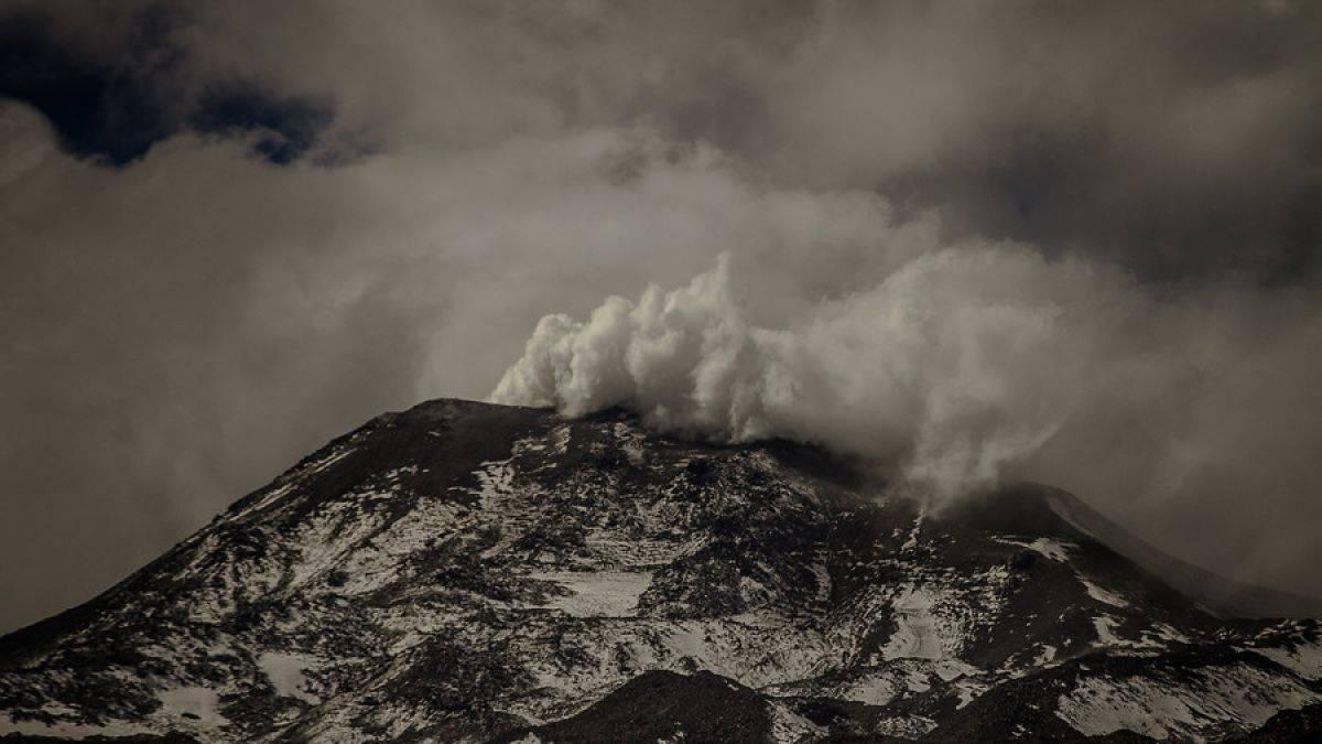 Declaran alerta naranja por explosión registrada en el complejo volcánico Nevados de Chillán