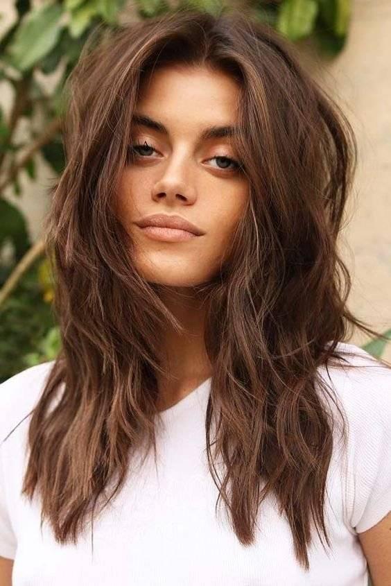 cabello castaño medio
