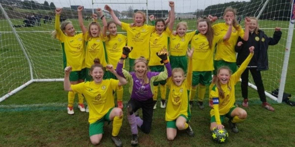 Equipo de niñas es doble campeón en torneo varonil