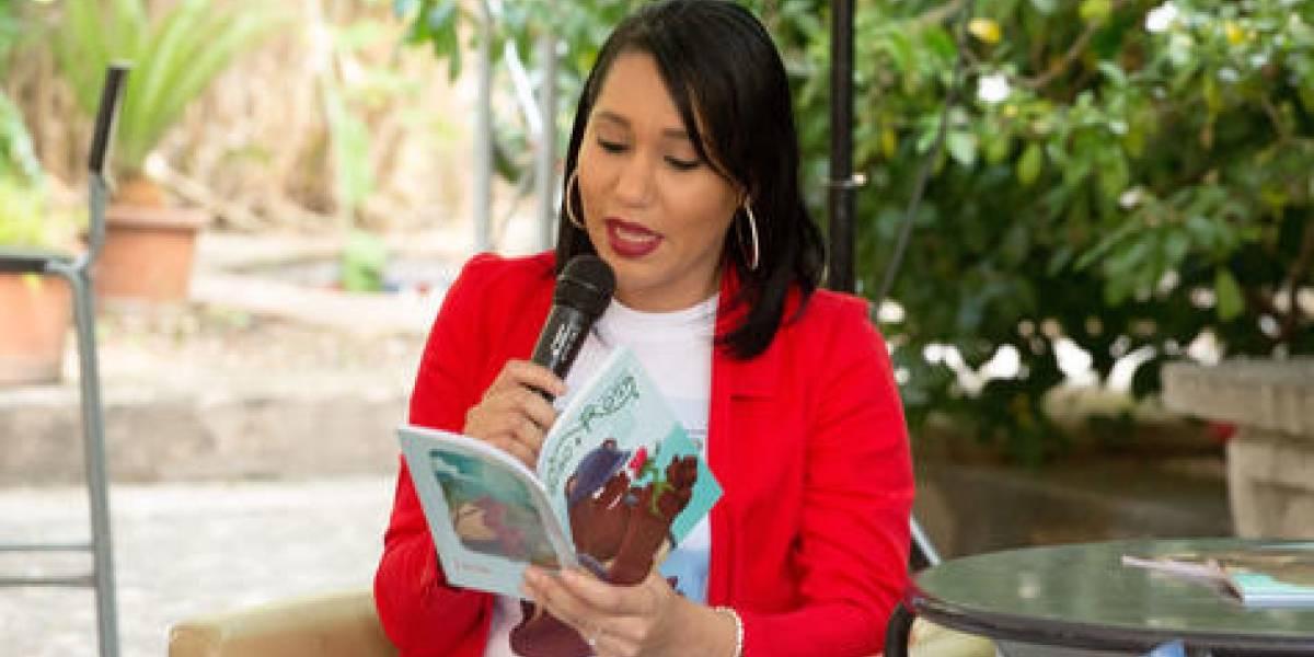 """Lorenny Solano presentó libro """"El oso y la rosa"""""""