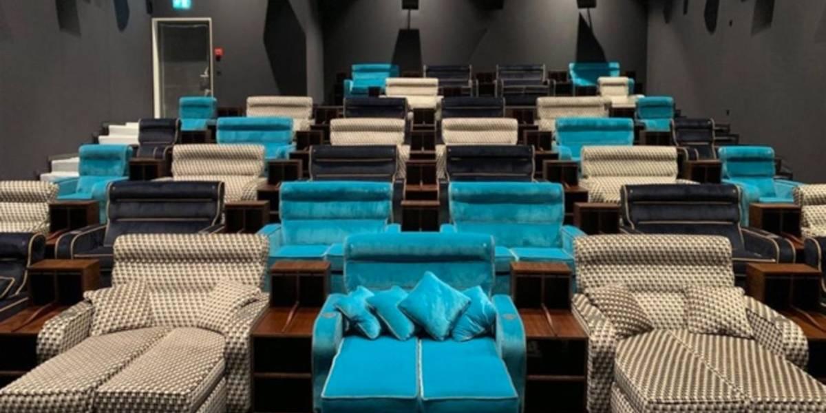 Cinema inova e lança sala com cama de casal