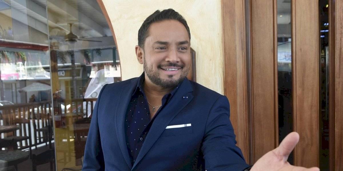 Manny Manuel acepta necesita estar vigilado, entrega su licencia al Tribunal