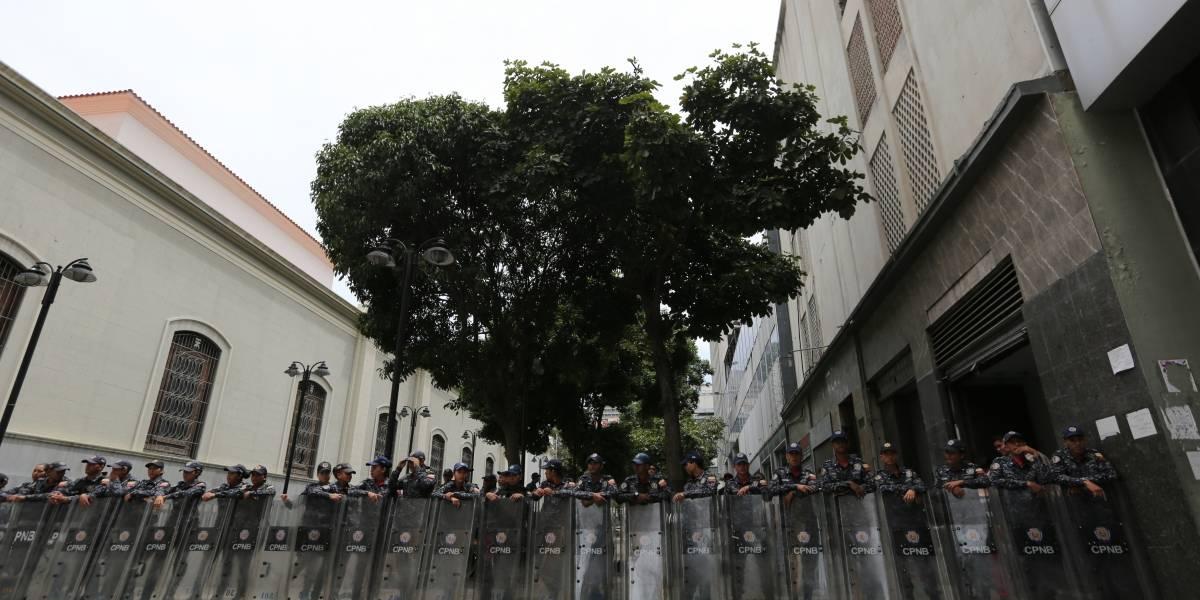 Fuerzas de seguridad se toman Asamblea Nacional en Venezuela