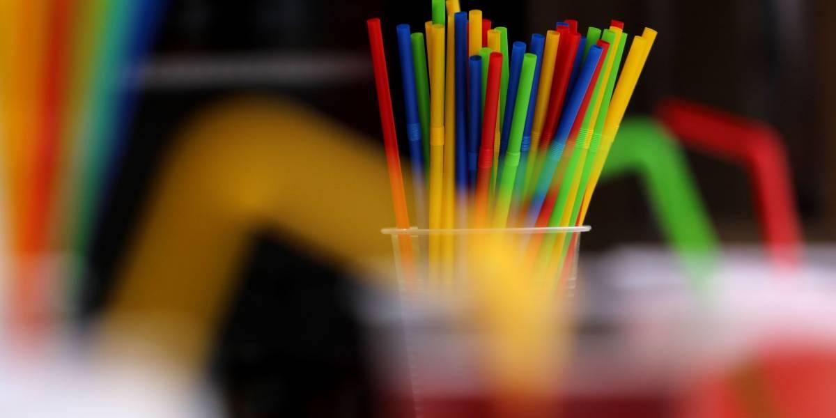 La guerra contra el plástico: proyecto busca reducir utensilios desechables