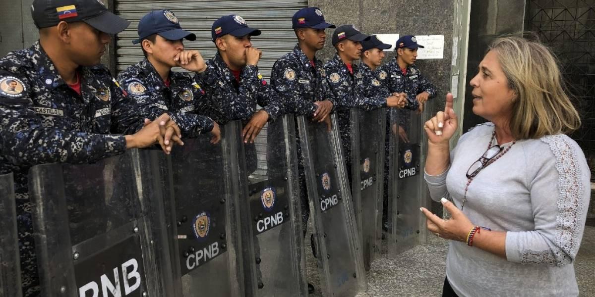 Fuerzas de seguridad bloquean la Asamblea Nacional de Venezuela