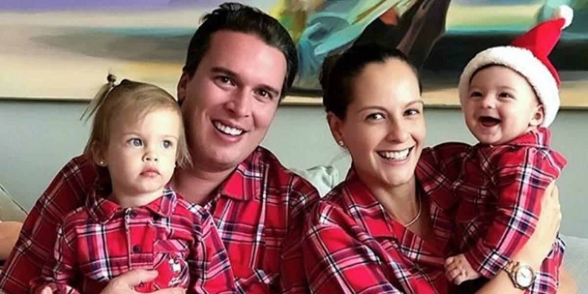 El extraño detalle en foto de Laura Acuña junto a su familia
