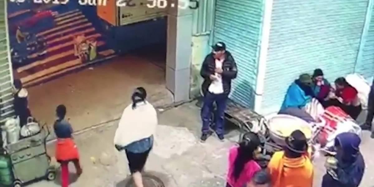 Ambato: Varios comerciantes lincharon a delincuente que disparó a dos personas