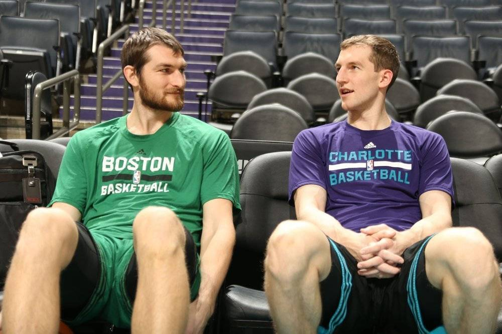 Tyler y Cody Zeller juegan actualmente para los Memphis Grizzlies y Charlotte Hornets, respectivamente. / Archivo