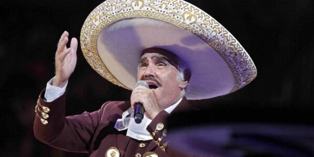 Vicente Fernández llora en plena entrevista por acusaciones de acoso sexual