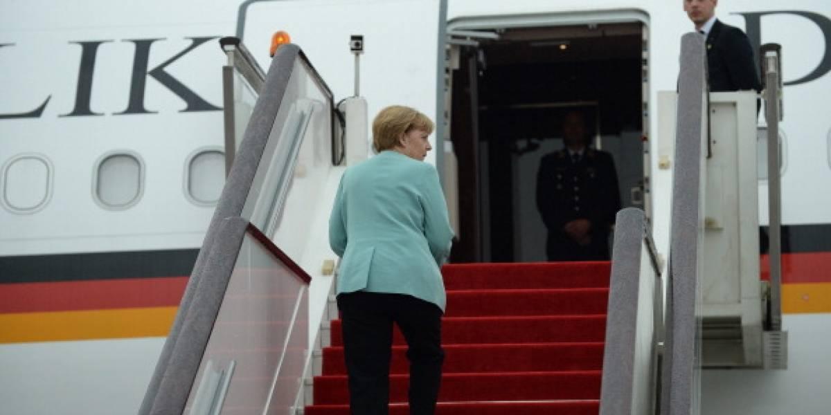 Angela Merkel se queda sin avión por culpa de una fan: mujer estrella su camioneta a la nave para lograr una foto con la canciller alemana