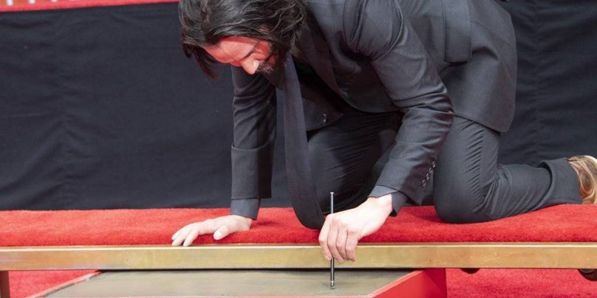 VIDEO. Keanu Reeves deja sus huellas en el Teatro Chino de Hollywood