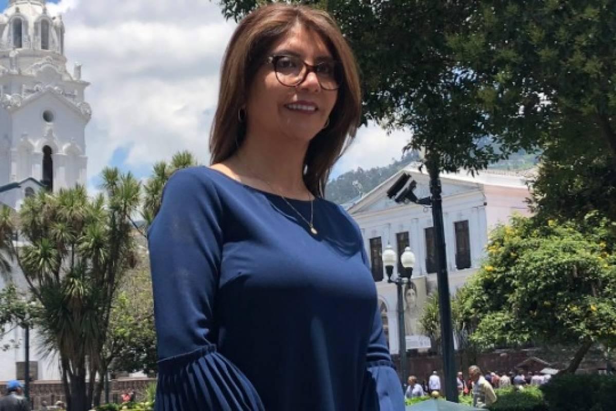Liliana Yunda Revive El Estilo De Las Mangas Acampanadas