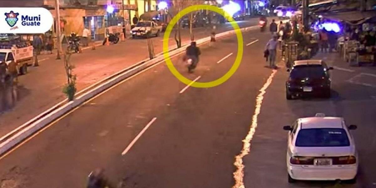 VIDEO. Peatón es atropellado por motociclista, ¿quién tuvo la culpa?