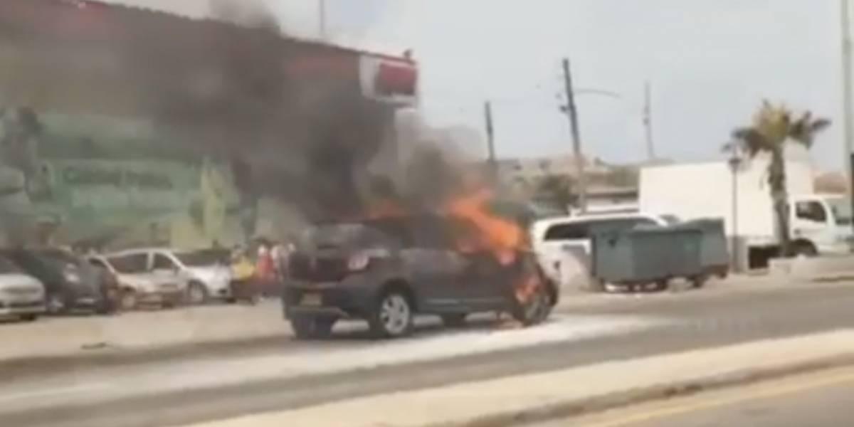 (Video) Carro se incendia cuando era arrastrado por la grúa