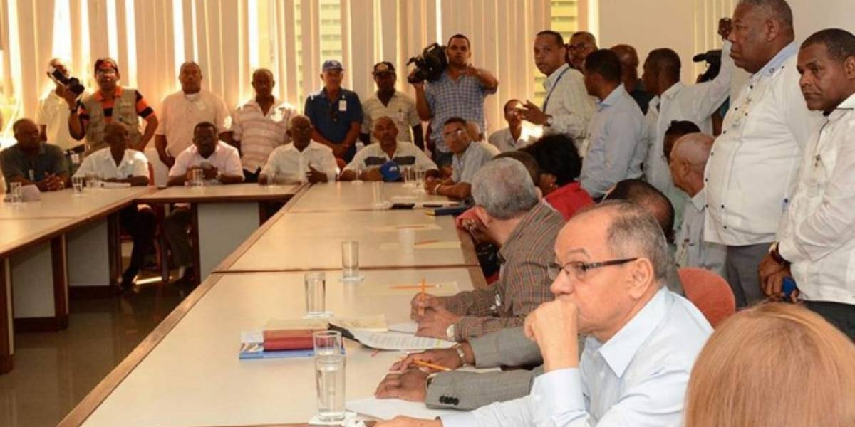 Sector sindical se retira de mesa de negociaciones sobre aumento salarial
