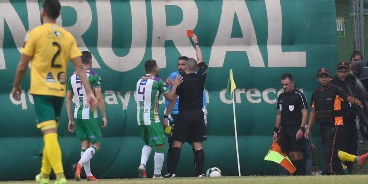 Adrián De Lemos, portero de Antigua GFC, complicó a su equipo