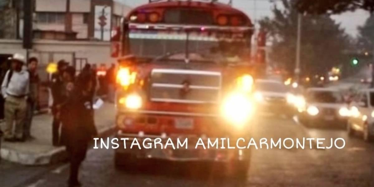 Piloto y pasajero heridos tras ataque contra bus en calzada San Juan