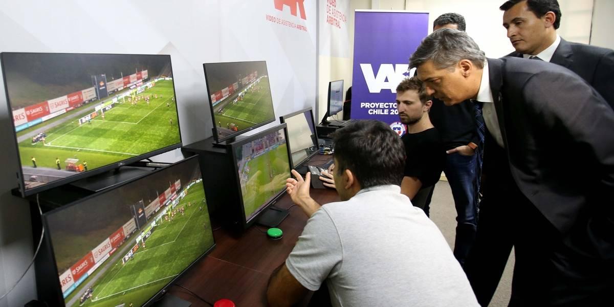 Cada vez falta menos: El VAR inició su proceso de implementación en el fútbol chileno
