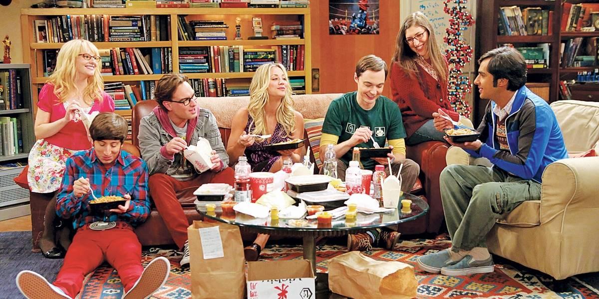 Kaley Cuoco, a Penny de 'The Big Bang Theory', posta vídeo do elenco no último capítulo