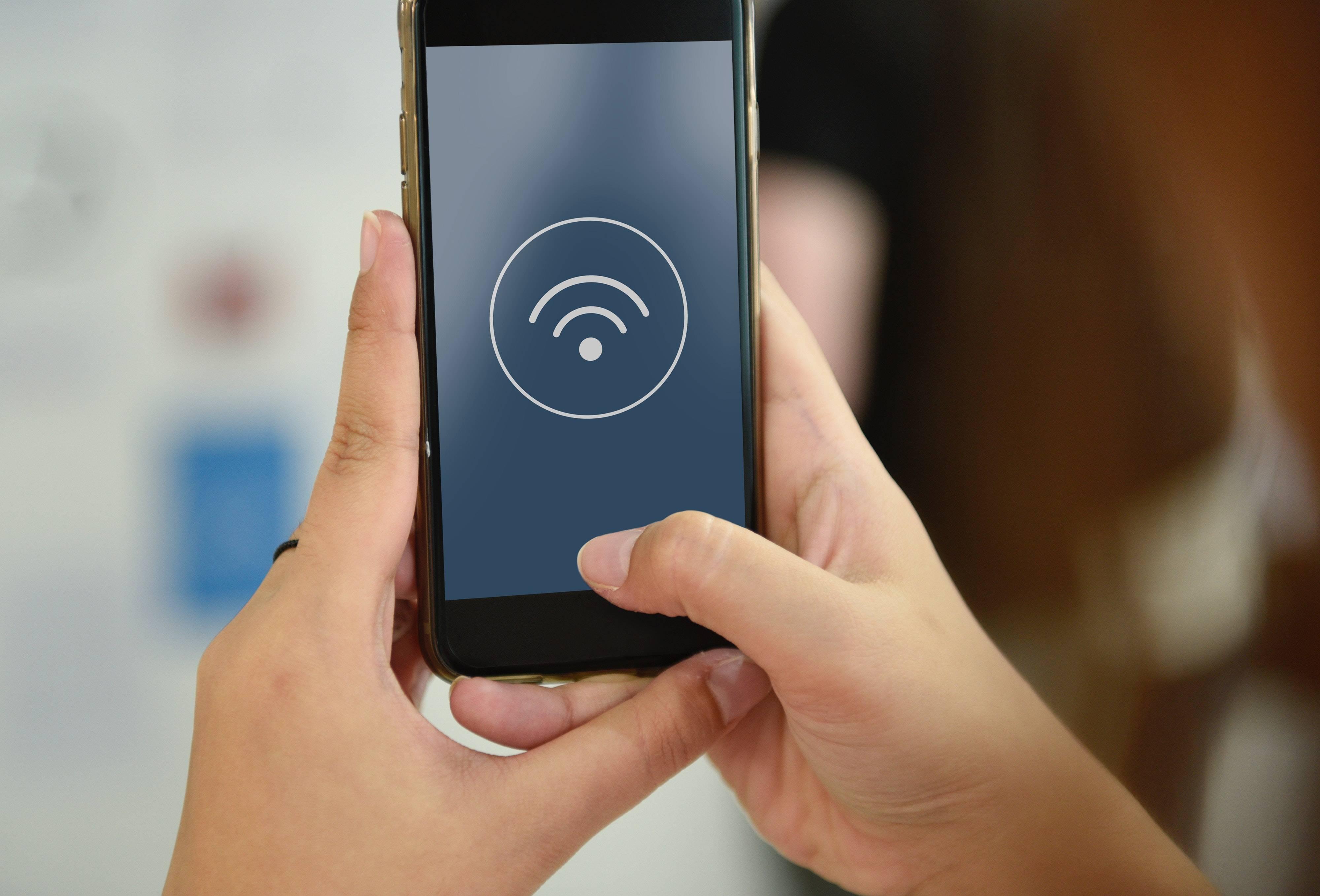 Por cambiarle la clave del Wi-Fi, una mujer atacó la casa de su vecina con piedras y machete