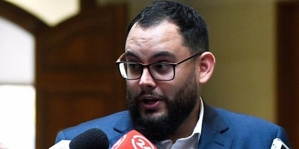 Felgueras fue pateado por el parlamentario: Diputado René Manuel García solicitó disculpas al periodista