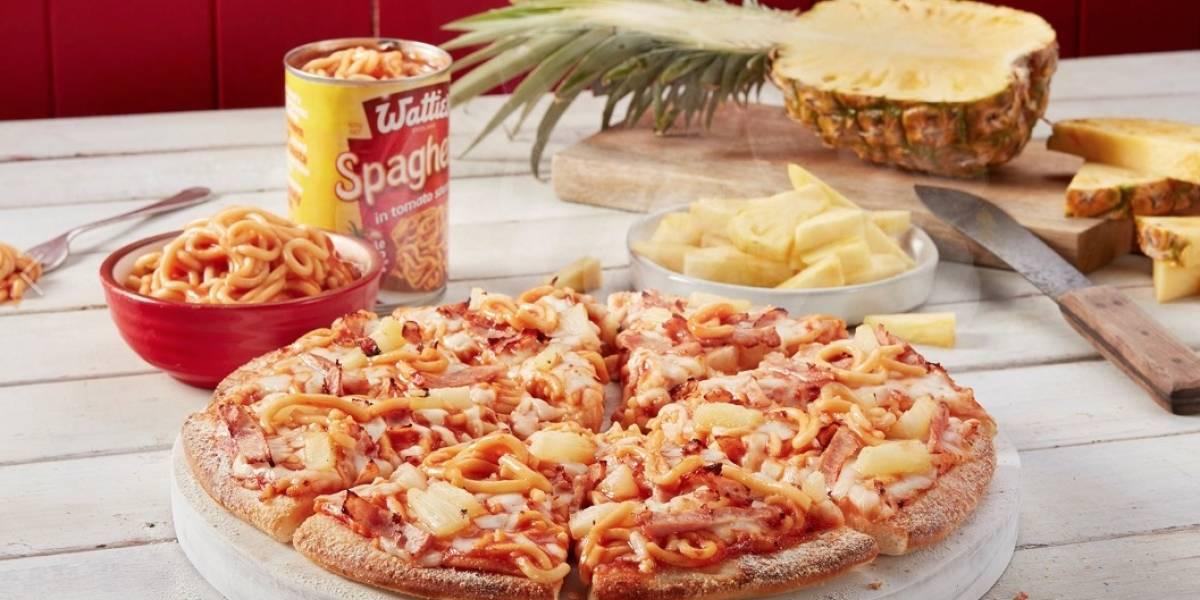 ¿El mejor o el peor invento de la historia? Así es la nueva pizza de tallarines con piña que se ganó el amor y el odio de las redes sociales