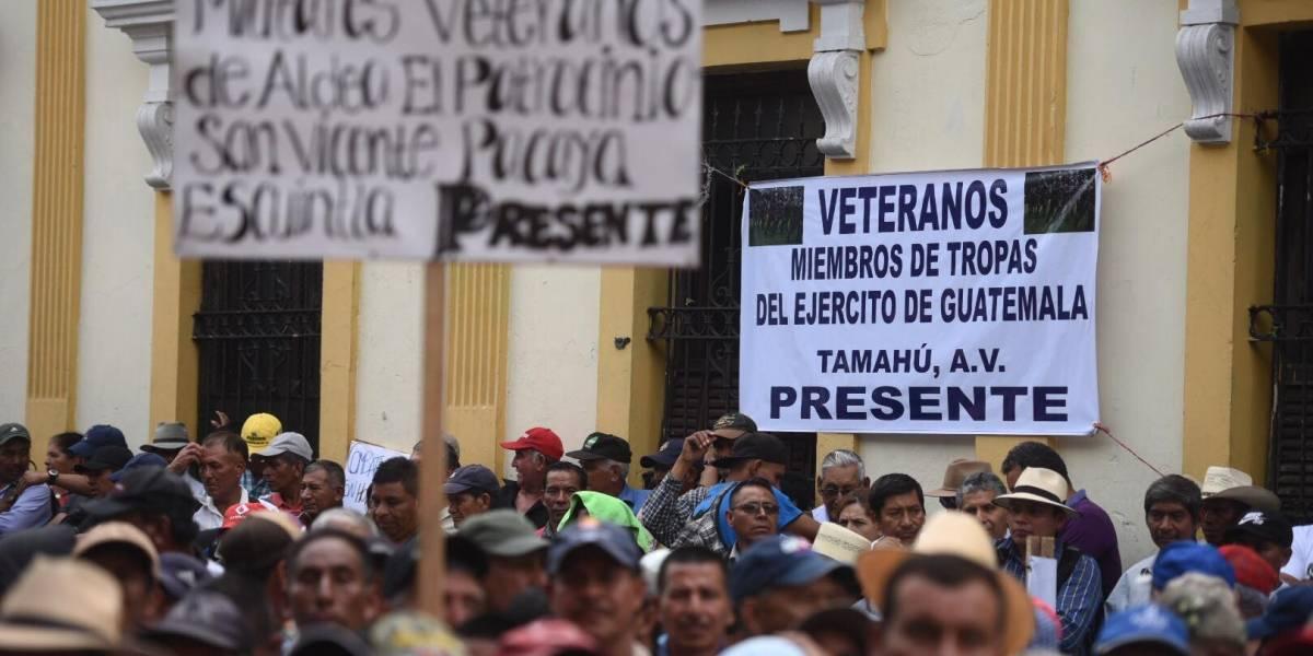 Militares retirados manifiestan frente al Congreso para exigir pago de resarcimiento