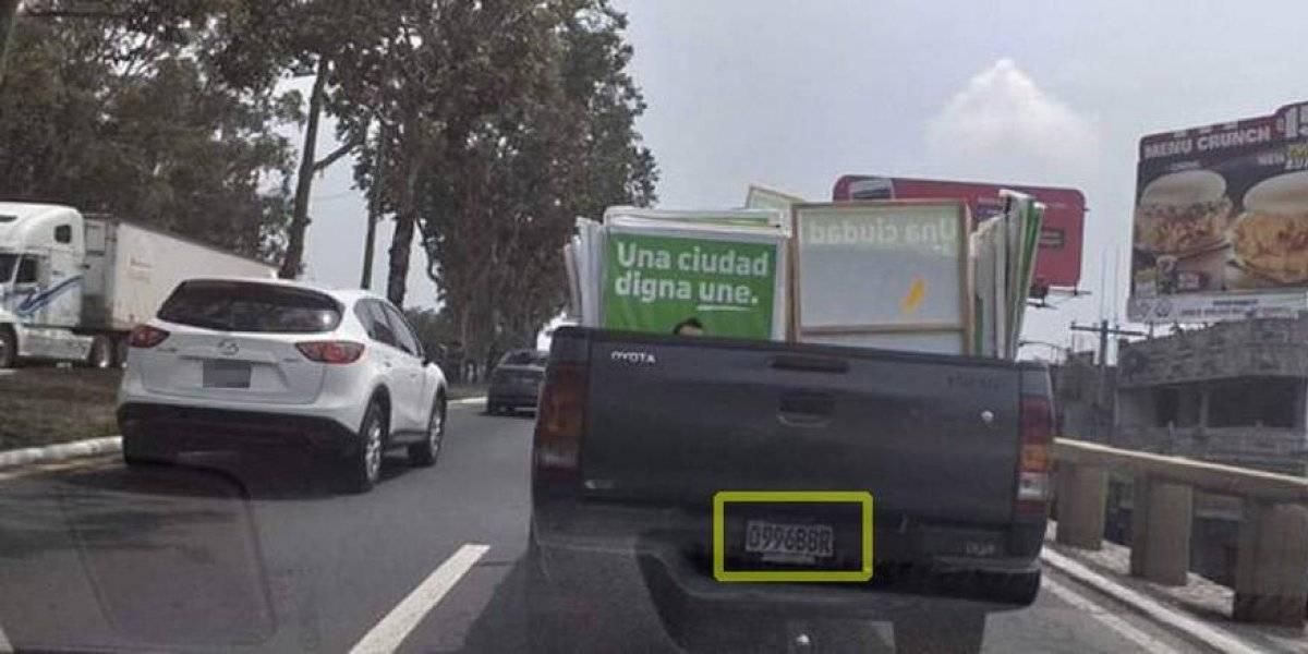 Vehículo del Estado es captado transportando propaganda de la UNE