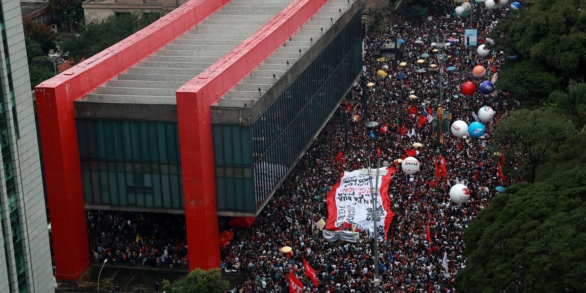 Manifestantes tomam as ruas e são chamados de 'idiotas' por Bolsonaro