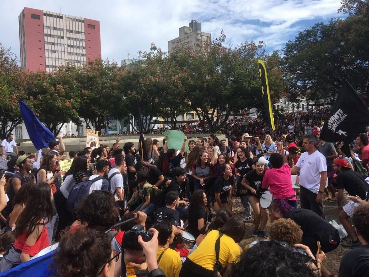 Estudantes da USP São Carlos e da UFSCar protestam pela educação