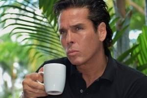 Roberto Palazuelos presume casa de 60 millones en Acapulco